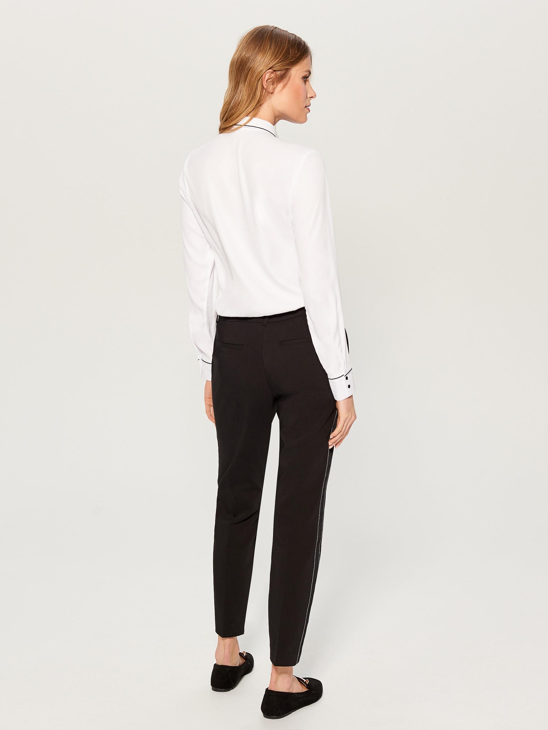 37acb8c4955 Košile s krátkými rukávy a kontrastními švy - bílá - VB663-00X - Mohito -