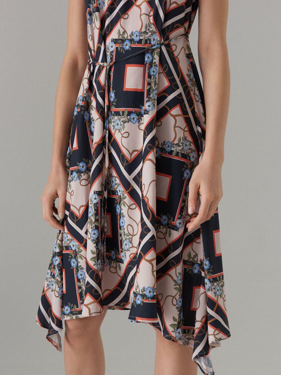 Šaty s výstřihem halter - černý - WS534-99P - Mohito - 4