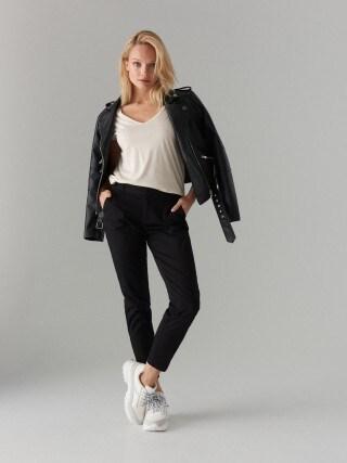 Cigaretové kalhoty svysokým podílem bavlny