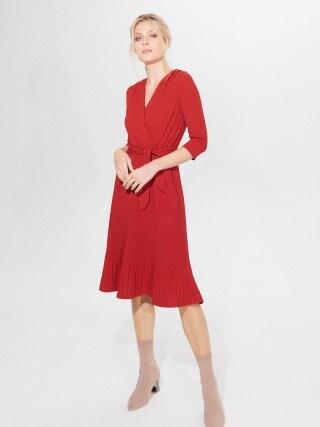 Plisované šaty spáskem