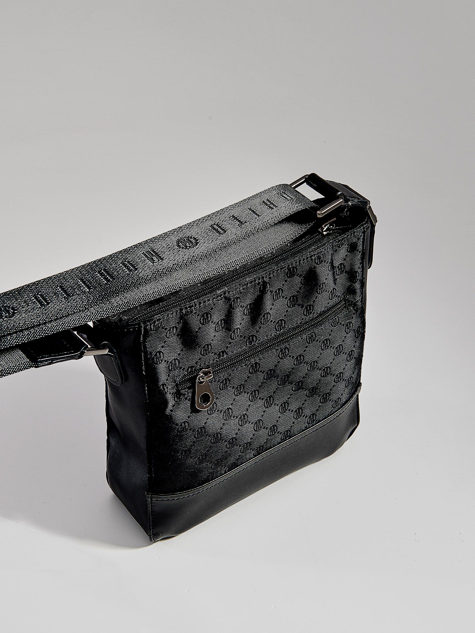 c100971b709ac Torebka na ramię z łączonych materiałów - czarny - VV536-99X - Mohito - 2
