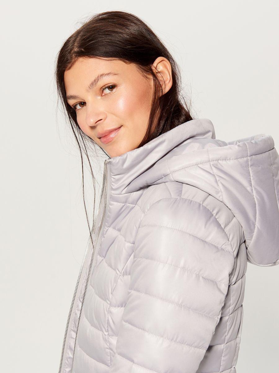 Stepēta jaka ar kapuci - gaiši pelēks - UN247-09X - Mohito - 2
