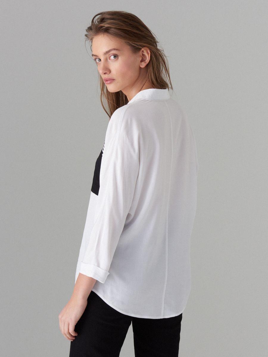 Koszula z ozdobną kieszonką - biały - VB667-00P - Mohito - 4