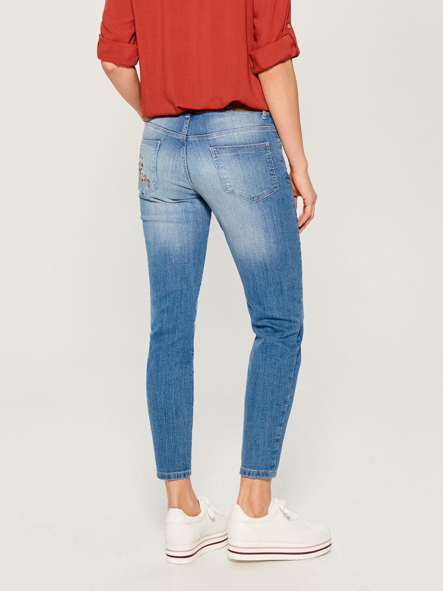 Džinsa bikses ar izšuvumu skinny - zils - VG896-50J - Mohito - 4