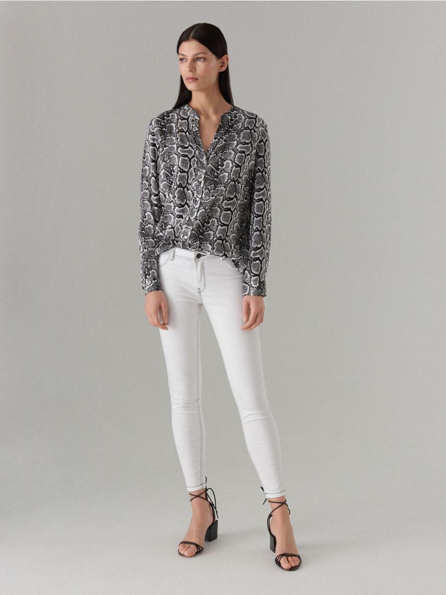 Skinny džinsa bikses ar kontrastējošām vīlēm  - balts - VJ191-00J - Mohito - 1