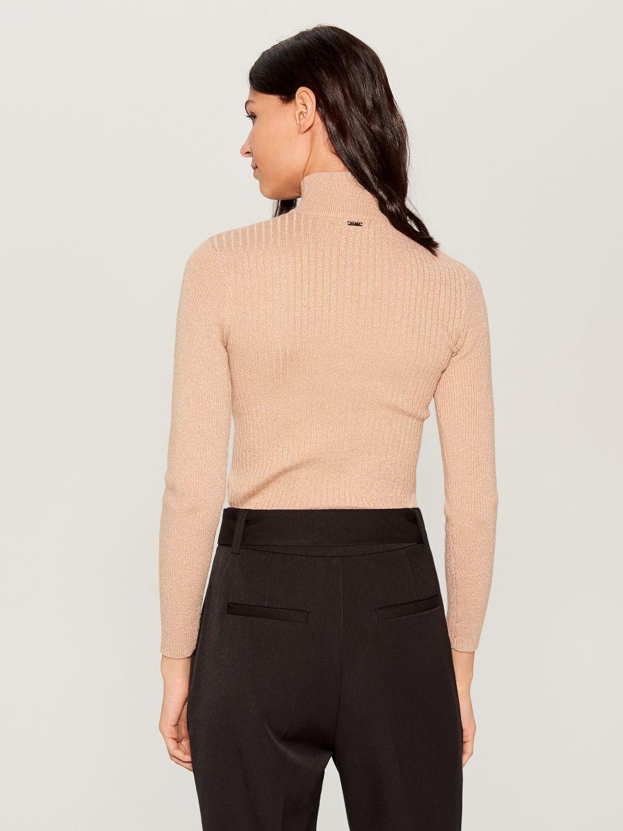 Piegulošs džemperis ar augstu apkakli - bēšs - VL225-80L - Mohito - 3