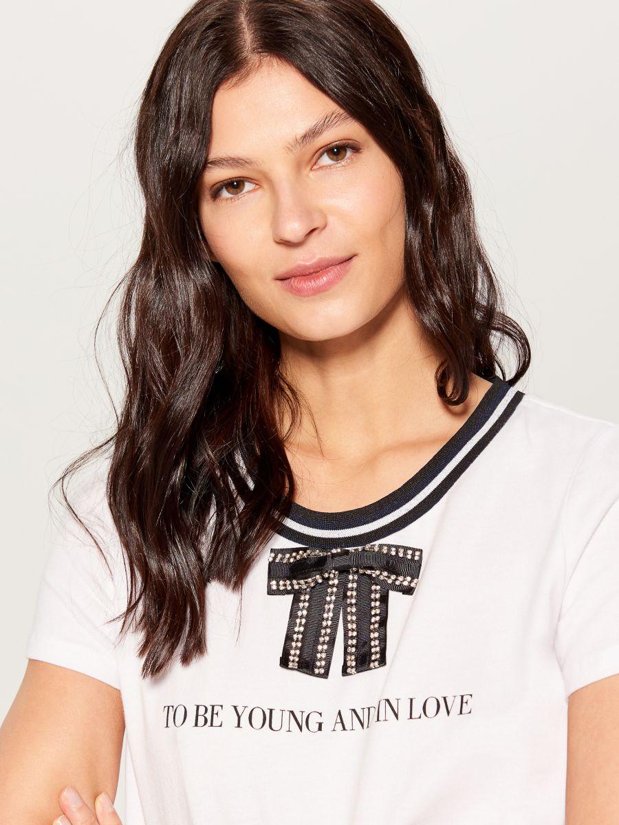 T-krekls ar dekoratīvu banti - ziloņkaula - VP272-01X - Mohito - 1