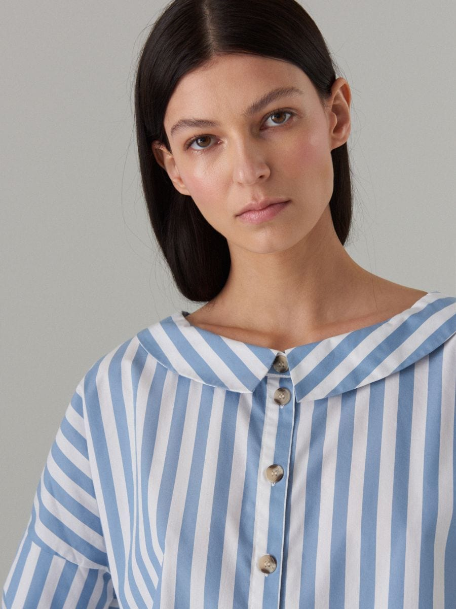 Oversize krekls ar platu apkakli - zils - VQ796-05P - Mohito - 2