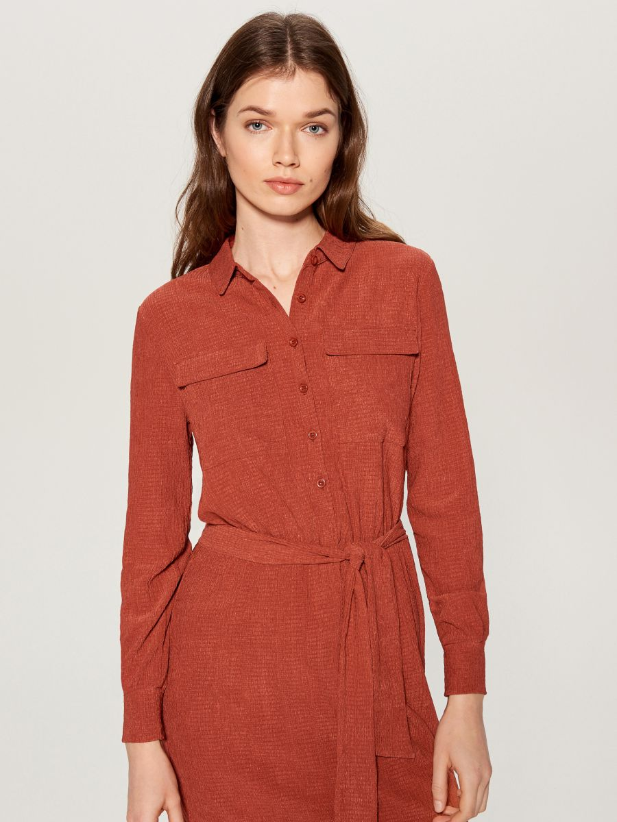 Shirt dress with tie waist - burgundy - VU648-83X - Mohito - 2