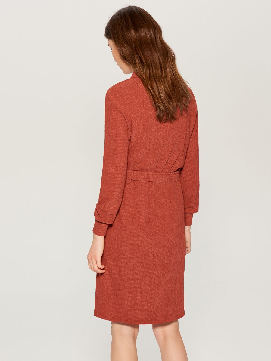 Shirt dress with tie waist - burgundy - VU648-83X - Mohito - 5