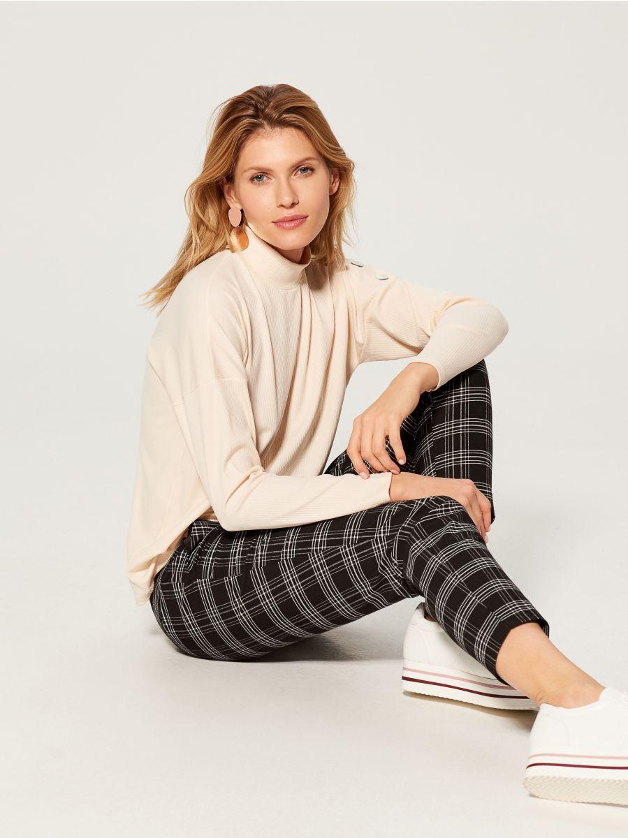 Tekstūras adījuma džemperis ar augstu apkakli - ziloņkaula - VZ884-02X - Mohito - 1