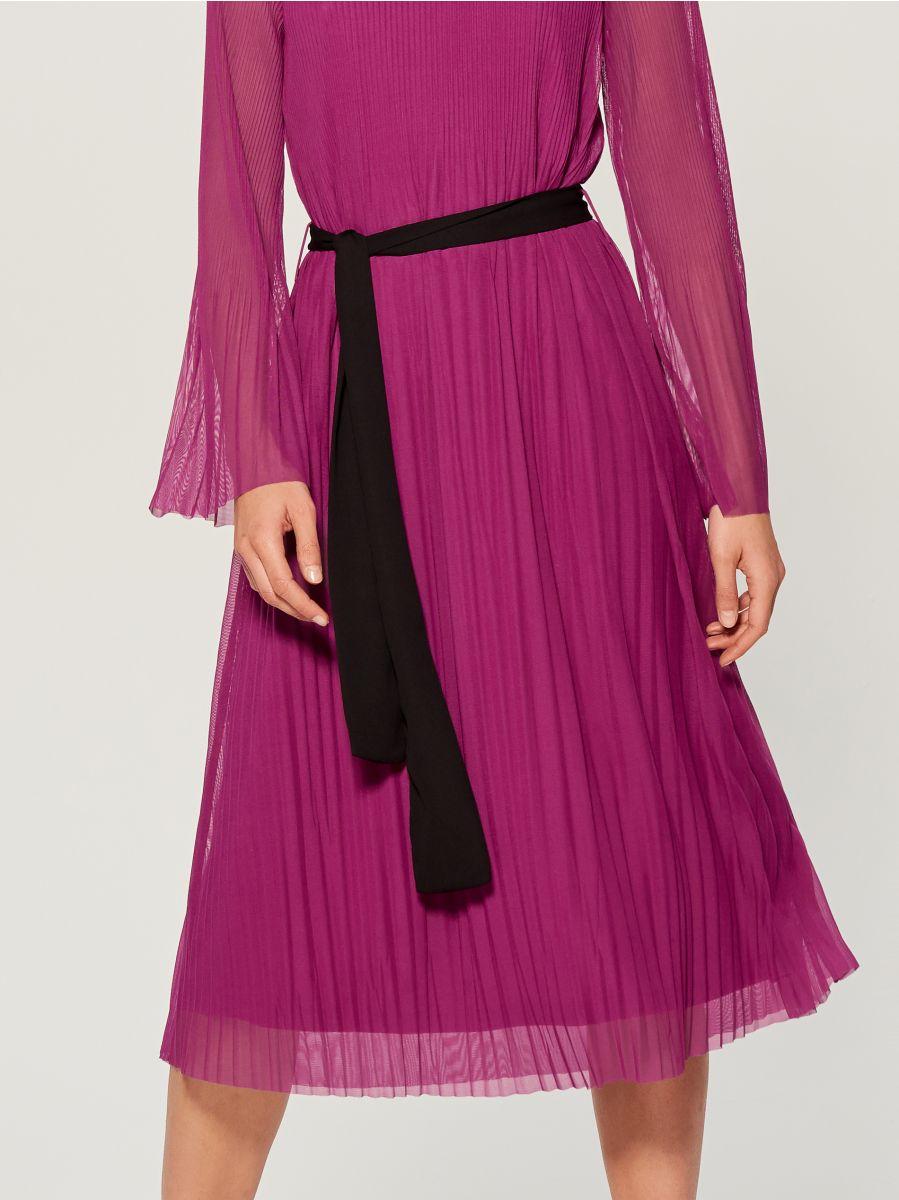 Plisowana midi sukienka - różowy - WB460-42X - Mohito - 3