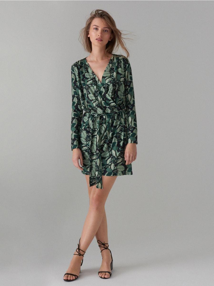 Pārliekama kleita ar sasienamu jostu - zaļš - WF520-87P - Mohito - 2