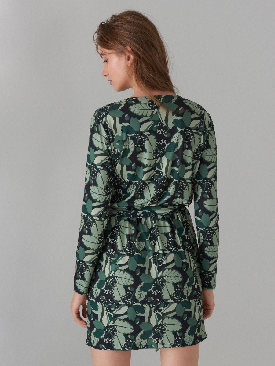 Pārliekama kleita ar sasienamu jostu - zaļš - WF520-87P - Mohito - 4