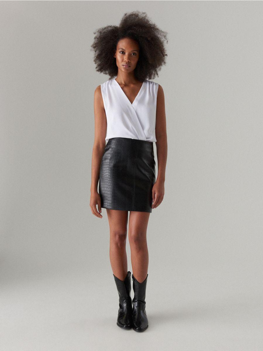 77dbbc26 Mini spódnica ze skóry ekologicznej, MOHITO, WY221-99X