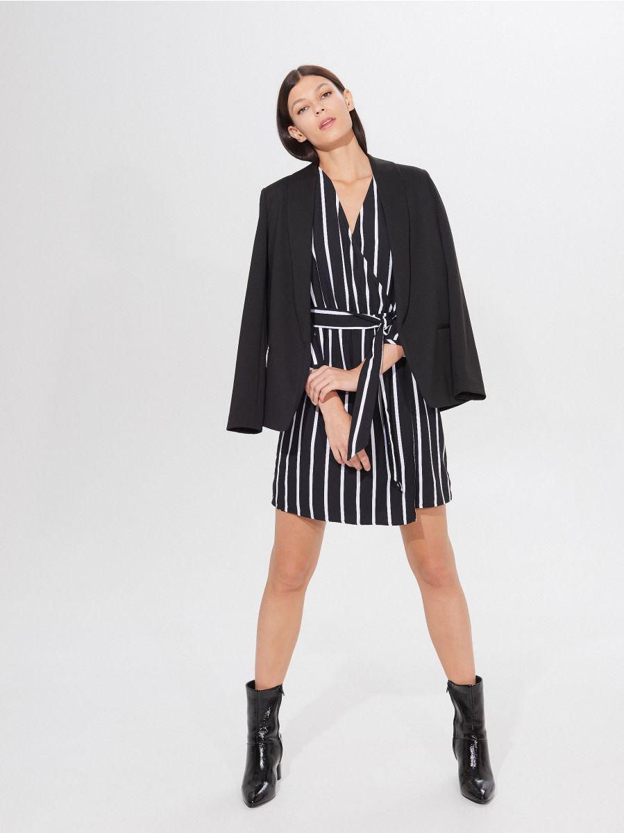 Kopertowa sukienka z paskiem, MOHITO, XE585 99P