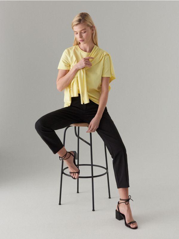 Pieguļošs džemperis ar pogu aizdari - dzeltens - VL226-10X - Mohito - 3