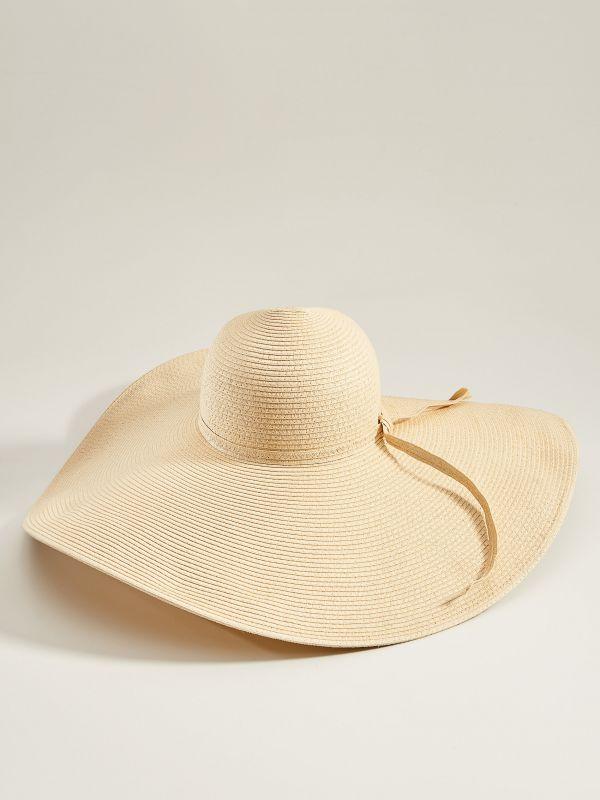 Słomkowy kapelusz z szerokim rondem - beżowy - VS882-12X - Mohito - 2