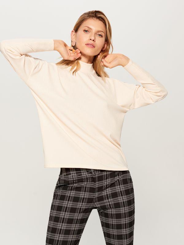 Tekstūras adījuma džemperis ar augstu apkakli - ziloņkaula - VZ884-02X - Mohito - 2