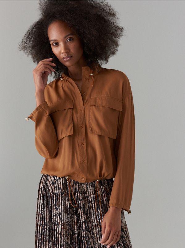 7bf0a374cc5dc9 Koszula z wiązaniem przy dekolcie · Koszula z kieszeniami cargo - brązowy -  WP244-88X - MOHITO