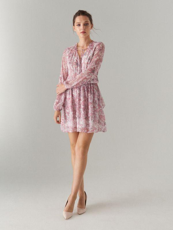 688b5d8366b6a2 4 Szyfonowa sukienka we wzór paisley - biały - XH717-00P - MOHITO