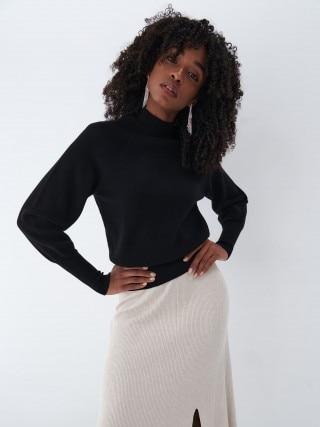 Пуловер с висока яка