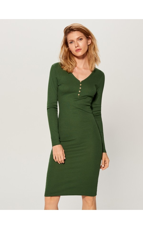 11e0083a7732 Priliehavé šaty z prúžkovaného úpletu