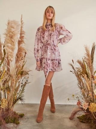 Obleka s stoječim ovratnikom