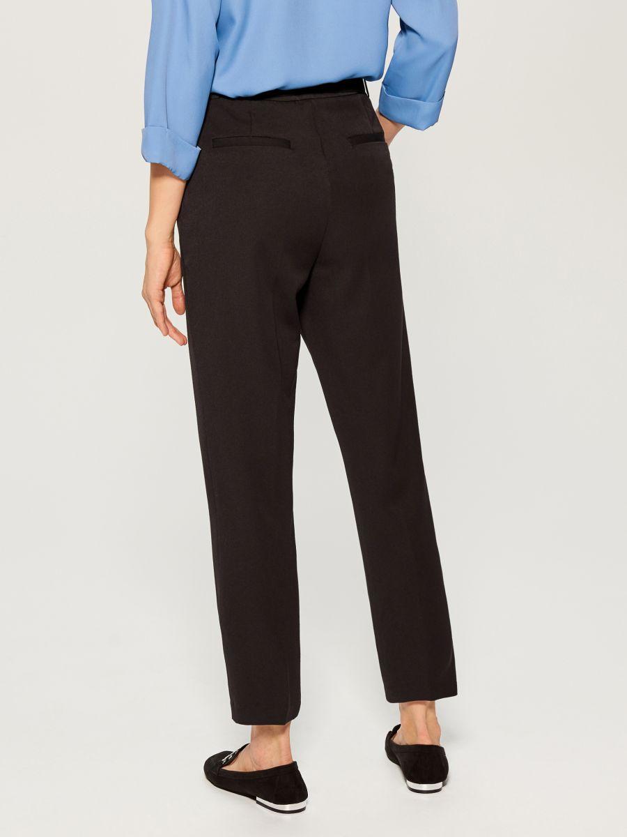 Cigarette pants with belt - black - VM141-99X - Mohito - 4