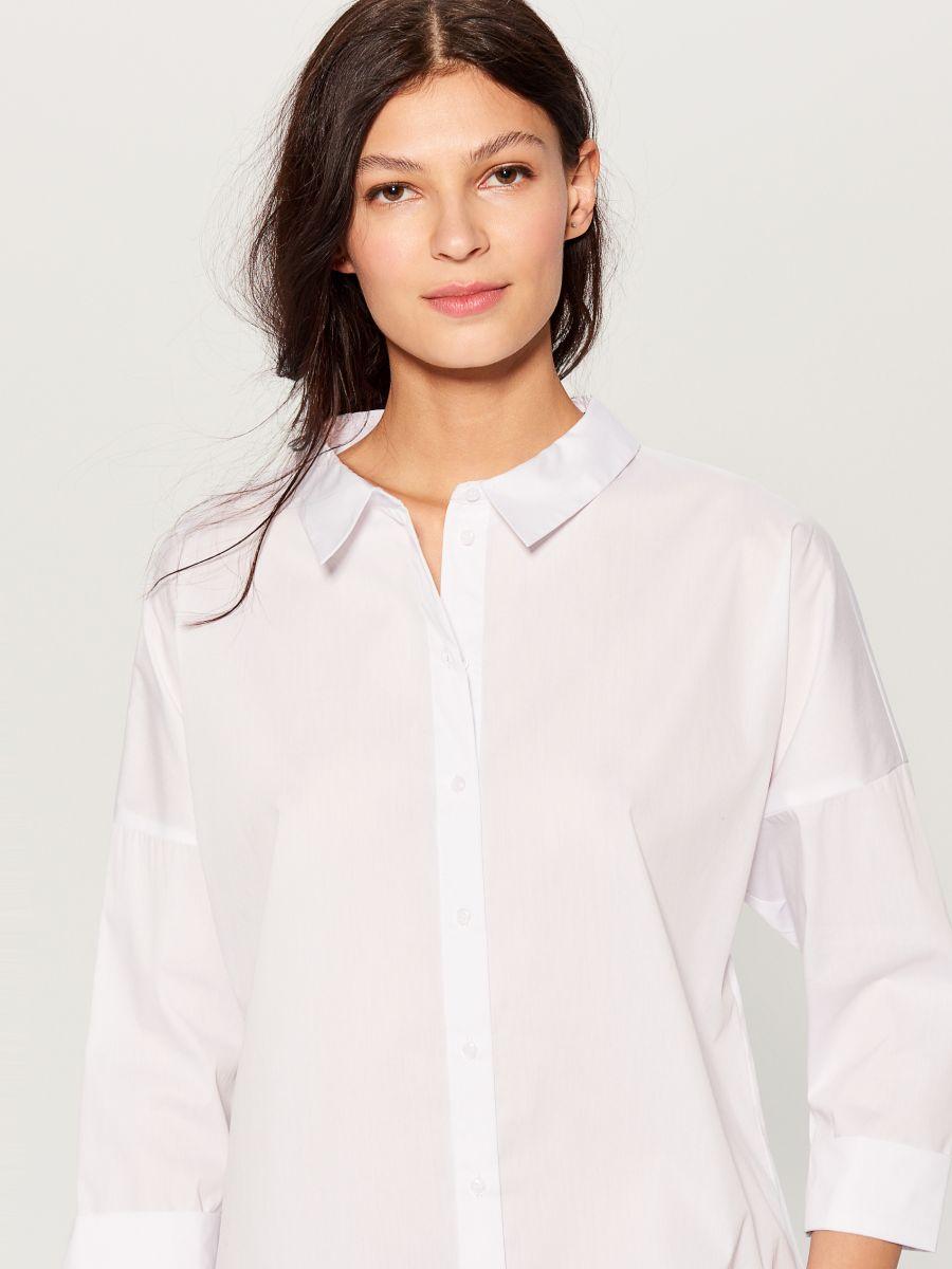 Oversized shirt with V back - white - VN055-00X - Mohito - 3