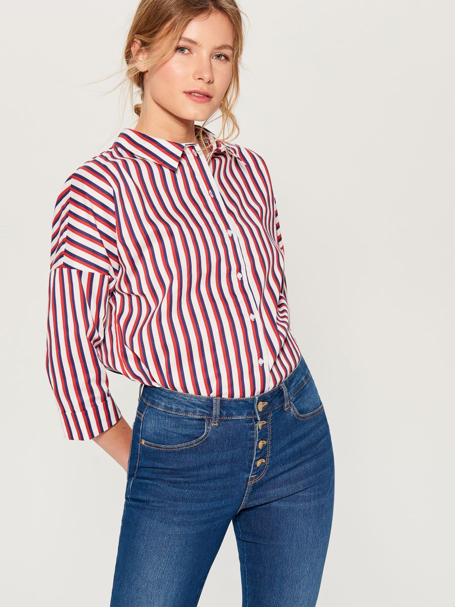 Oversized shirt with V back - red - VN055-33P - Mohito - 1