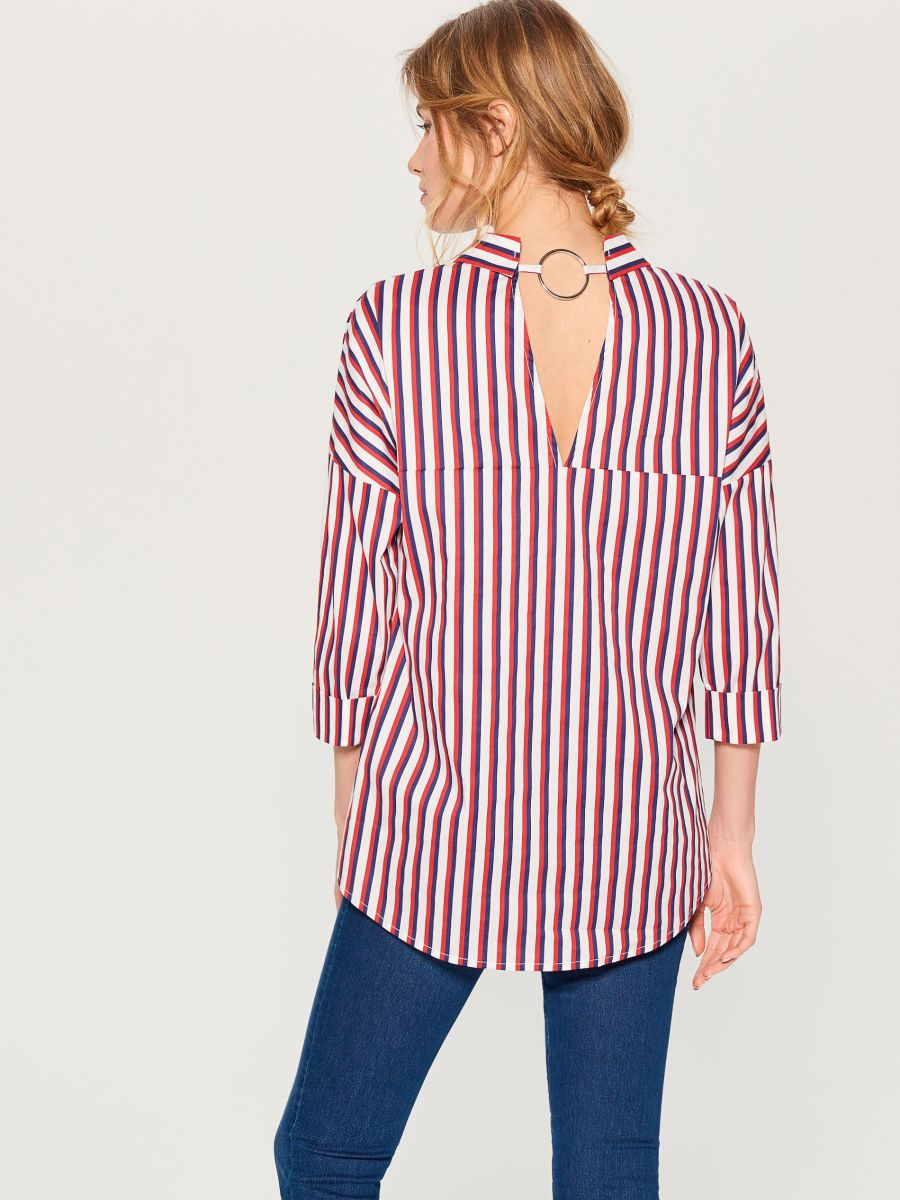 Oversized shirt with V back - red - VN055-33P - Mohito - 5