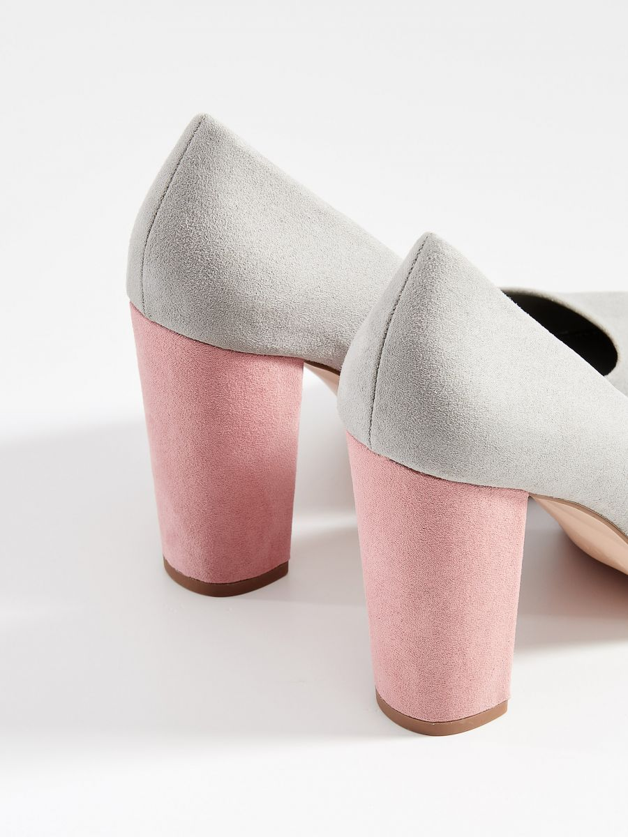 Chunky heel pumps - light grey - VN950-09X - Mohito - 3