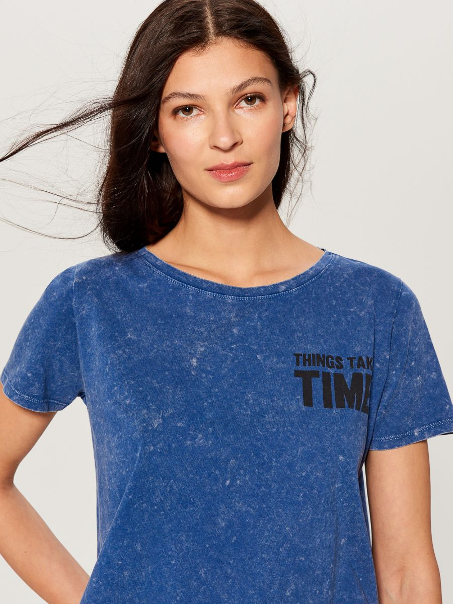 T-shirt with wash effect - blue - VO219-55X - Mohito - 1
