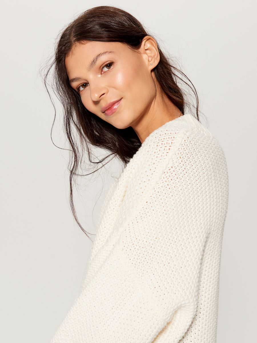 Oversized jumper with embroidery  - ivory - VS399-01X - Mohito - 2