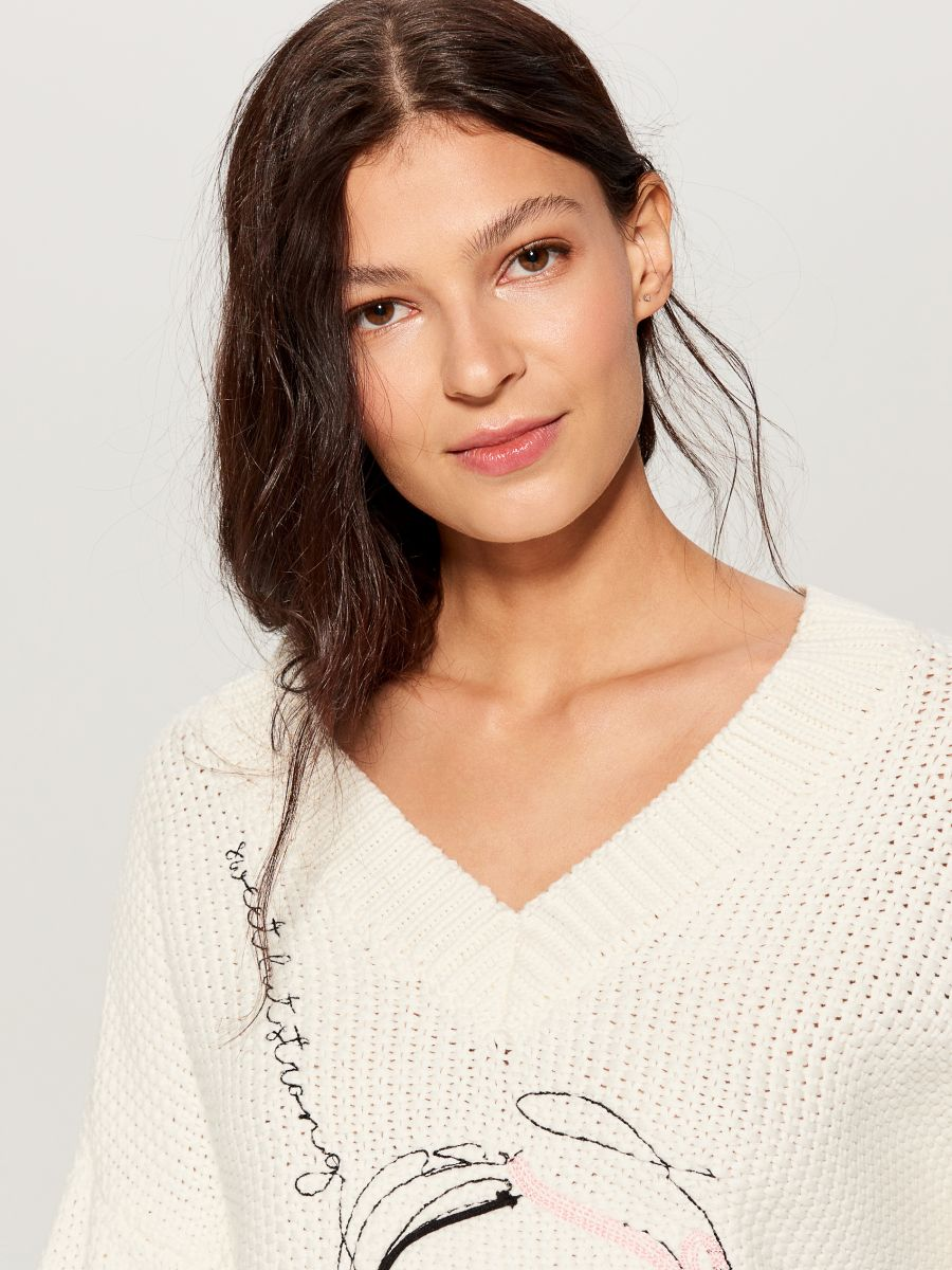 Oversized jumper with embroidery  - ivory - VS399-01X - Mohito - 4