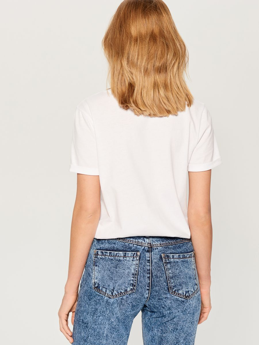 T-shirt with glossy embroidery - white - VX026-00X - Mohito - 4