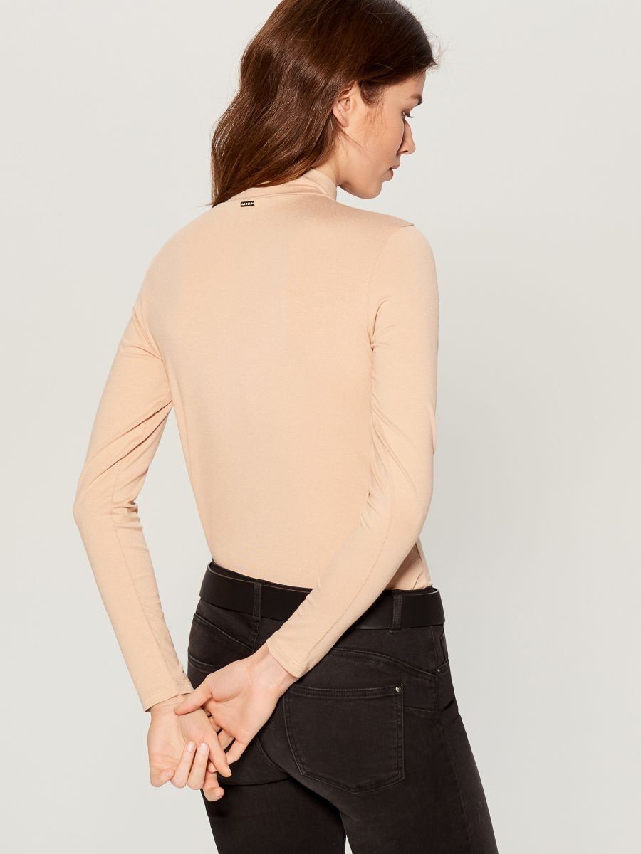 Fitted turtleneck top  - ivory - WB208-02X - Mohito - 4