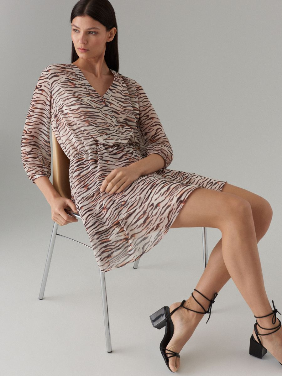 Wrap dress with animal motif - beige - WT509-08P - Mohito - 1