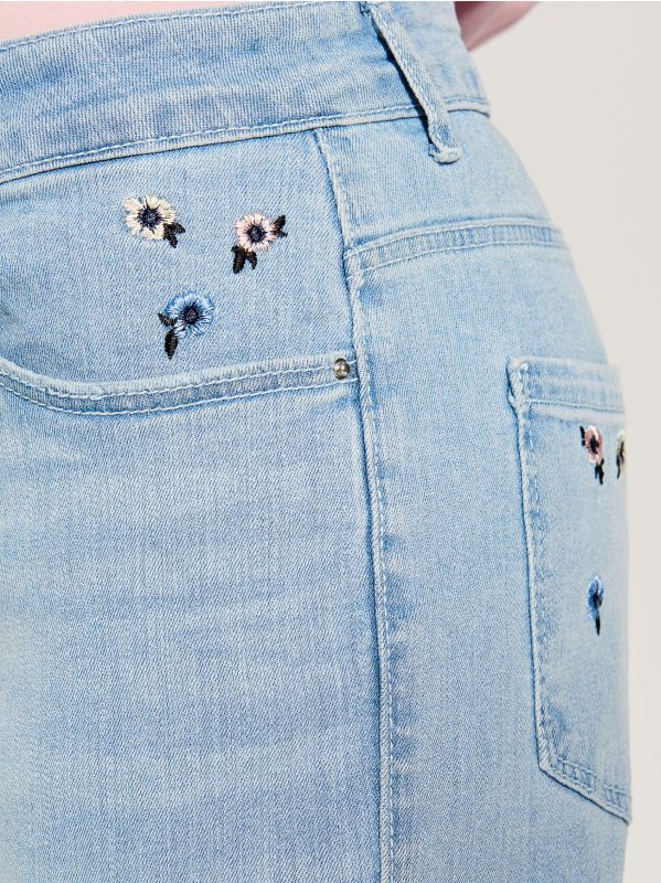 Boyfriend jeans with floral embroidery - blue - VG895-05J - Mohito - 5