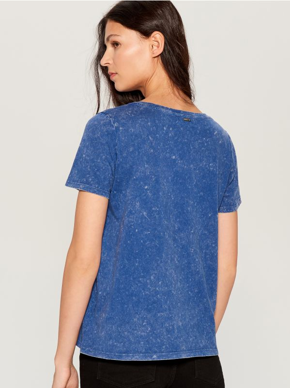 T-shirt with wash effect - blue - VO219-55X - Mohito - 3