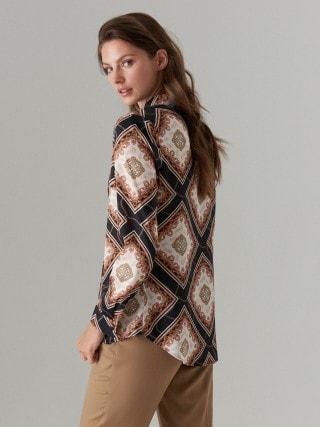 Chain print motif shirt